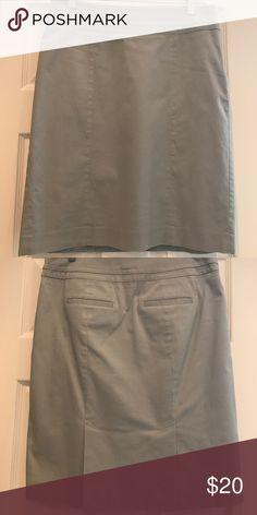 Gray pencil skirt 100% cotton, fully lined. Slit back pockets. Side zip LOFT Skirts Pencil