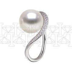 Кольцо из белого золота с белым морским жемчугом и бриллиантами