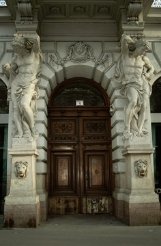 Budapest. I've seen this. The architecture is very beautiful.