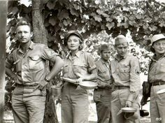 Marlene Dietrich with US troops in Italy, WWII. Dietrich toured relentlessly through war zones, entertaining Allied troops, even in Germany, endangering her own life. She received the Medal of Freedom in 1947 Marlene Dietrich, Rita Hayworth, Classic Hollywood, In Hollywood, Shanghai, Ronald Colman, The War Zone, Bob Hope, Star Wars