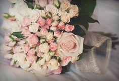 Ramo de rosas de pitiminí - TELVA #Ramo #Novias #BodasConEstilo