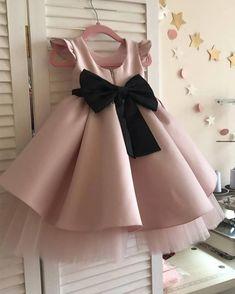Best of kids fashion Fashion Kids, Little Girl Fashion, Fashion 2020, Fashion Shoes, Fashion Trends, Fashion Design, Kids Dress Wear, Kids Gown, Kids Wear
