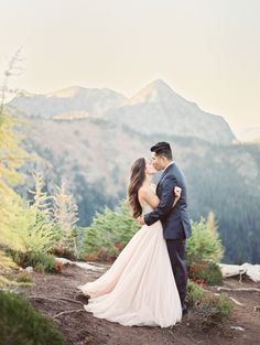 Stunning Cascade Mountains backdrop: http://www.stylemepretty.com/2015/11/27/fall-seattle-wedding-romantic-newlywed-session-at-cascade-mountains/ | Photography: Christine A Clark - http://www.christineclarkphoto.com/