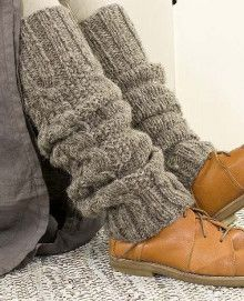 Keep it warm with the use of variety of females' mens winter coats & jacket. Crochet Boots, Knit Crochet, Old Sweater Crafts, Crochet Boot Cuff Pattern, Knitted Headband, Crochet Headbands, Baby Headbands, Cozy Socks, Natural Clothing
