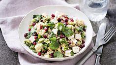 Granaattiomenacouscous on maustettu Lähi-idän tyyliin juustokuminalla, mintulla ja korianterilla. Tämäkin resepti vain n. 1,80€/annos*.