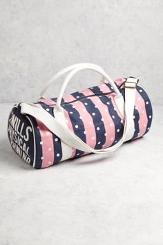 The Ledbrook Gym Bag from Jack Wills Trendy Handbags, Purses And Handbags, Polka Dot Purses, Fashion Bags, Women's Fashion, Fashion Labels, Diy Handbag, Purse Styles, Jack Wills