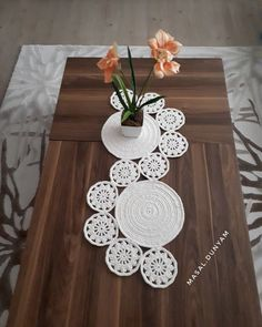 Study In Circles Crochet Motif Table Runner Pattern Crochet Table Runner Pattern, Crochet Tablecloth, Crochet Motif, Crochet Designs, Crochet Doilies, Crochet Patterns, Blanket Crochet, Diy Crafts Crochet, Crochet Home Decor