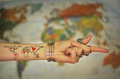 25 ideias criativas de tatuagens inspiradas em Mapas