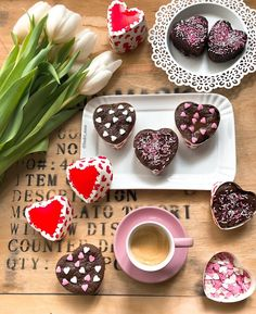 Image discovered by María José. Find images and videos about love, cupcakes and food on We Heart It - the app to get lost in what you love. Coffee Photos, Coffee Pictures, Coffee Heart, I Love Coffee, Good Morning Coffee, Coffee Break, Coffee Dessert, Coffee Drinks, Chocolates