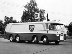 Vintage Gas Pumps, Vintage Vans, Vintage Trucks, Vintage Sports Cars, Classic Sports Cars, Classic Cars, Strange Cars, Weird Cars, Old Lorries
