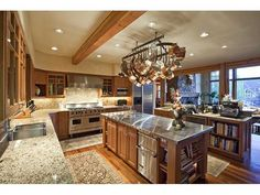 amazing kitchen (http://www.homes.com/listing/photo/137485051/2463_Sunny_Knoll_Ct_PARK_CITY_UT_84060#photo-0-3)