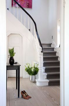 Super Ideas Black And White Stairs With Runner Entrance Black And White Stairs, White Staircase, Tiny House Stairs, House Staircase, Grey Stair Carpet, Carpet Stairs, Flooring For Stairs, Wood Stairs, Deck Stair Lights