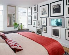 Greenwich Village apartment where even the kitchen is an objet Bedroom Red, Modern Bedroom, Bedroom Wall, White Bedrooms, Master Bedrooms, Bedroom Decor, Interior Decorating, Interior Design, Decorating Ideas