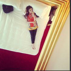 .@faryalxmakhdoom | So sleepy, resting in bed - taking ceiling pics