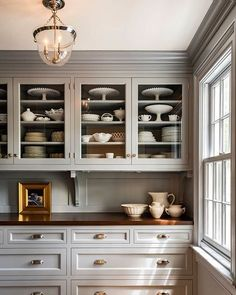 Love this gray butler's pantry from @crisparchitects-perfect for staying organized! • • • • #interiors #interior #designer #designer #designstyle #interiorstyle #interiorstyling #interiordesign #kitchen #interiorinspiration #architecture #instadesign #ins