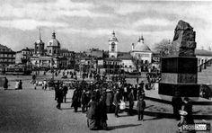 Москва, Арбатская пощадь памятник Гоголю предп. 1909 год (видны: на церковь Бориса и Глеба (слева) и церковь св. Тихона (справа) )