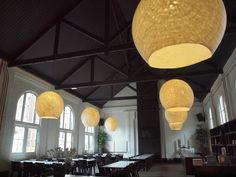 Handgemaakte vilten lampen gemaakt door Vilt aan Zee. Afmeting 1,20 hoog en breed.