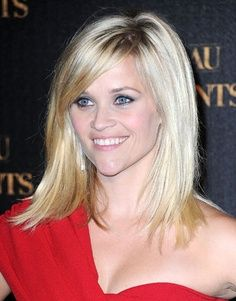 Reese Witherspoon Hair: Medium with long bangs Hairstyles With Bangs, Pretty Hairstyles, Bangs Hairstyle, Hair Bangs, Blonde Hairstyles, Celebrity Hairstyles, Summer Hairstyles, Diy Hairstyles, Medium Hair Styles