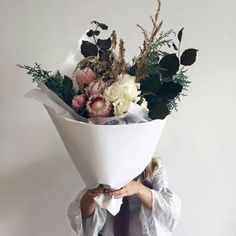 Obsessed with the wild native mixed with soft blooms for the perfect bouquet Deco Floral, Arte Floral, My Flower, Beautiful Flowers, Plants Are Friends, Jolie Photo, Bouquets, Planting Flowers, Floral Arrangements