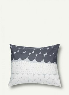 Dreams of tranquil islands will lull you to sleep when laying your head on the Jurmo pillow case.It's made of cotton with a 180 thread-count. Bed Pillows, Cushions, Man Pad, Marimekko, Pillow Cases, Tapestry, Bedroom, Pattern, Design