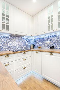 Rustic Kitchen Design, Kitchen Room Design, Home Room Design, Farmhouse Kitchen Decor, Home Decor Kitchen, Interior Design Kitchen, Home Kitchens, Kitchen Wall Tiles, Modern Kitchen Cabinets