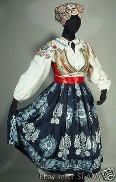 The skirt is handmade using age-old indigo block printing techniques and is a beautiful example of the regional style. Costume Shop, Folk Costume, Costumes, Folk Embroidery, Embroidery Patterns, Folk Clothing, Ethnic Dress, Embroidered Blouse, Traditional Dresses