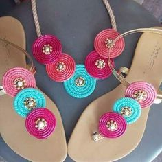 Crochet Flip Flops, Maxi Collar, Decorating Flip Flops, Boho Shoes, Tory Burch Sandals, Leather Slippers, Bijoux Diy, Diy Jewelry, Jewellery