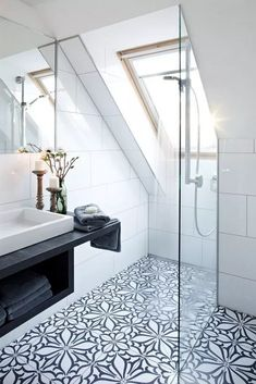 best black and white interior design ideas to transform your home . - best black and white interior design ideas to transform your home # - House, House Bathroom, Interior, Home, Attic Bathroom, Bathroom Interior, White Interior Design, Loft Bathroom, Beautiful Bathrooms