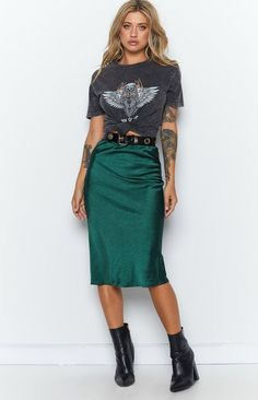 Jean Skirt Outfits, Midi Skirt Outfit, Midi Skirts, Women's Skirts Outfits, Casual Pencil Skirt Outfits, Long Denim Skirt Outfit, Long Skirt Fashion, Satin Midi Skirt, Dresses