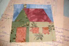 Casinha pronta,toda feita com reaproveitamento de retalhos de um bloco de patchwork que acabei de fazer