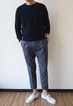 Mens Minimalist Fashion - My Minimalist Living Minimalist Wardrobe, Minimalist Fashion, Mature Mens Fashion, Piece Of Clothing, World Of Fashion, Street Style, Black And Brown, Dress To Impress, Winter Fashion