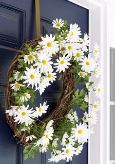 Make this Daisy Flower DIY Summer Wreath for your front door. Anyone can do this with basic supplies from any craft store. Adds great curb appeal too! Front Door Decor, Wreaths For Front Door, Door Wreaths, Daisy, Pumpkin Wreath, Diy Flowers, Flower Diy, Wreath Tutorial, Jolie Photo