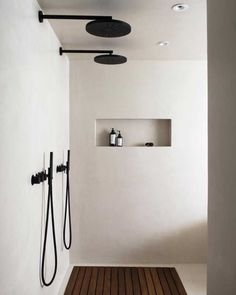 The latest in Minimalist interior design. See what perfect minimalist interior design looks like with these inspiring examples. Minimalist Interior, Minimalist Home, Minimalist Design, Monochrome Interior, Black Interior Design, Black And White Interior, Interior Colors, Contemporary Interior Design, Interior Modern