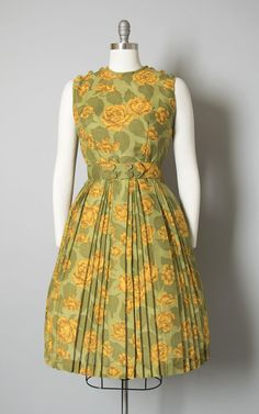 Casual Dresses at great prices Vintage Dresses 1960s, Vestidos Vintage, Vintage Outfits, Vintage Fashion, Edwardian Fashion, 1960s Fashion, Dress Neck Designs, Designs For Dresses, Stylish Dress Designs