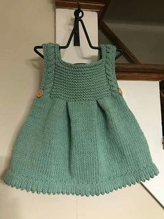 Crochet D Reversible Beanie In Two Colors Her Crochet Igaraci - Diy Crafts - hadido Baby Knitting Patterns, Baby Dress Patterns, Knitting For Kids, Girls Knitted Dress, Girls Poncho, Knitted Baby Clothes, Baby Knits, Knit Baby Pants, Knit Baby Dress