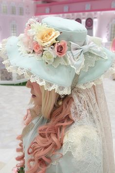 Does the hat match the dress? flowers roses