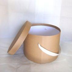 Sombrerera camel y blanco perfecta para guardar nuestro sombrero especial! http://www.pingletonhats.com/