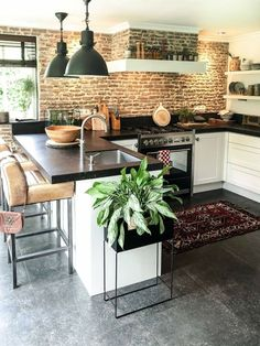 32 Gorgeous Kitchen Wall Decor Ideas - If your like me and enjoy keeping up with the times and fads, then the design of contemporary decorating would fit into your lifestyle and tastes. Kitchen Room Design, Home Decor Kitchen, Interior Design Kitchen, New Kitchen, Home Kitchens, Brick Interior, Kitchen Ideas, Brick Wall Kitchen, Kitchens With Brick Walls