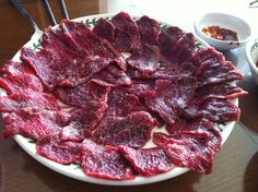 it's korean raw beef called '육회'