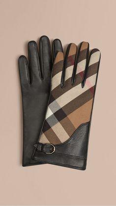 Retrouvez une sélection d accessoires Burberry pour femme   écharpes et  ponchos en cachemire, gants, lunettes de soleil, sacs, portefeuilles. 0b87ba24070