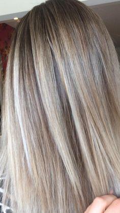 Dying Hair Blonde, Blonde Hair Dark Eyes, Cool Blonde Hair Colour, Silver Blonde Hair, Brunette Hair, Dyed Hair, Blonde Box Dye, Brunette Color, Light Blonde