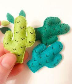 Cactus Craft, Cactus Decor, Diy Home Crafts, Felt Crafts, Llamas, Cactus Embroidery, Felt Templates, Fabric Gifts, Felt Patterns