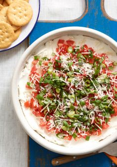 Enjoy an ingenious tomato-basil dip full of fresh garden flavors. This delicious PHILLY Tomato-Basil Dip features tomatoes, cream cheese and basil. Kraft Recipes, Dip Recipes, Snack Recipes, Cooking Recipes, Healthy Recipes, Recipies, Party Recipes, What's Cooking, Cheese Appetizers