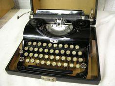 SUPER NICE SHINNY BLACK DEPRESSION ERA 1934 ROYAL JUNIOR TYPEWRITER