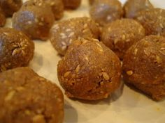Raw vegan doughtnut holes made out of flax seeds, agave nectar or maple syrup, cinnamon, vanilla, and coconut oil.