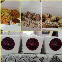Membeli nasi box dengan harga di bawah 15 ribu rupiah dengan rasa sekelas restoran sudah jarang ditemui saat ini di Jakarta. Nah ternyata saya masih mendapatkannya setelah saya mencoba masakan rumahan milik Soulful Rice Box yang baru sekitar sebulan ini menjalankan usaha kulinernya. Katering ini memiliki 3 menu utama yang dijual dalam box, yakni: nasi jinggo, nasi tuna sambal matah, dan nasi ayam jamur teriyaki. Soulful Rice Box memastikan bahwa bahan-bahan makanannya merupakan fresh food…