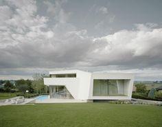 La casa con fachada parecida a una nave espacial: Casa Contemporanea Villa Freundorf