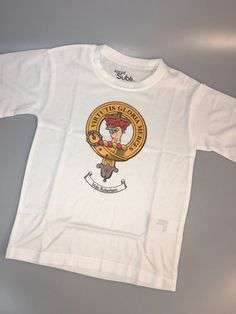 Polycotton white t shirt with crest of clan Robertson. Size for age 3-4