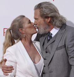 Jeff and Susan Jeff Bridges Wife, Jeff Bridges Young, Old Couples, Famous Couples, Actor Charles Bronson, Lloyd Bridges, Classic Actresses, Tv Actors, Beard Styles