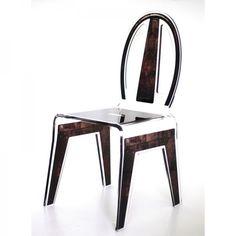 Optez pour une chaise design au style vintage revisité. Tendance et moderne cette chaise transparente donnera un style loft à votre intérieur